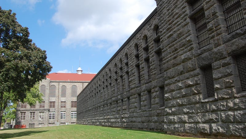 Inmates behind construction of correctional institution