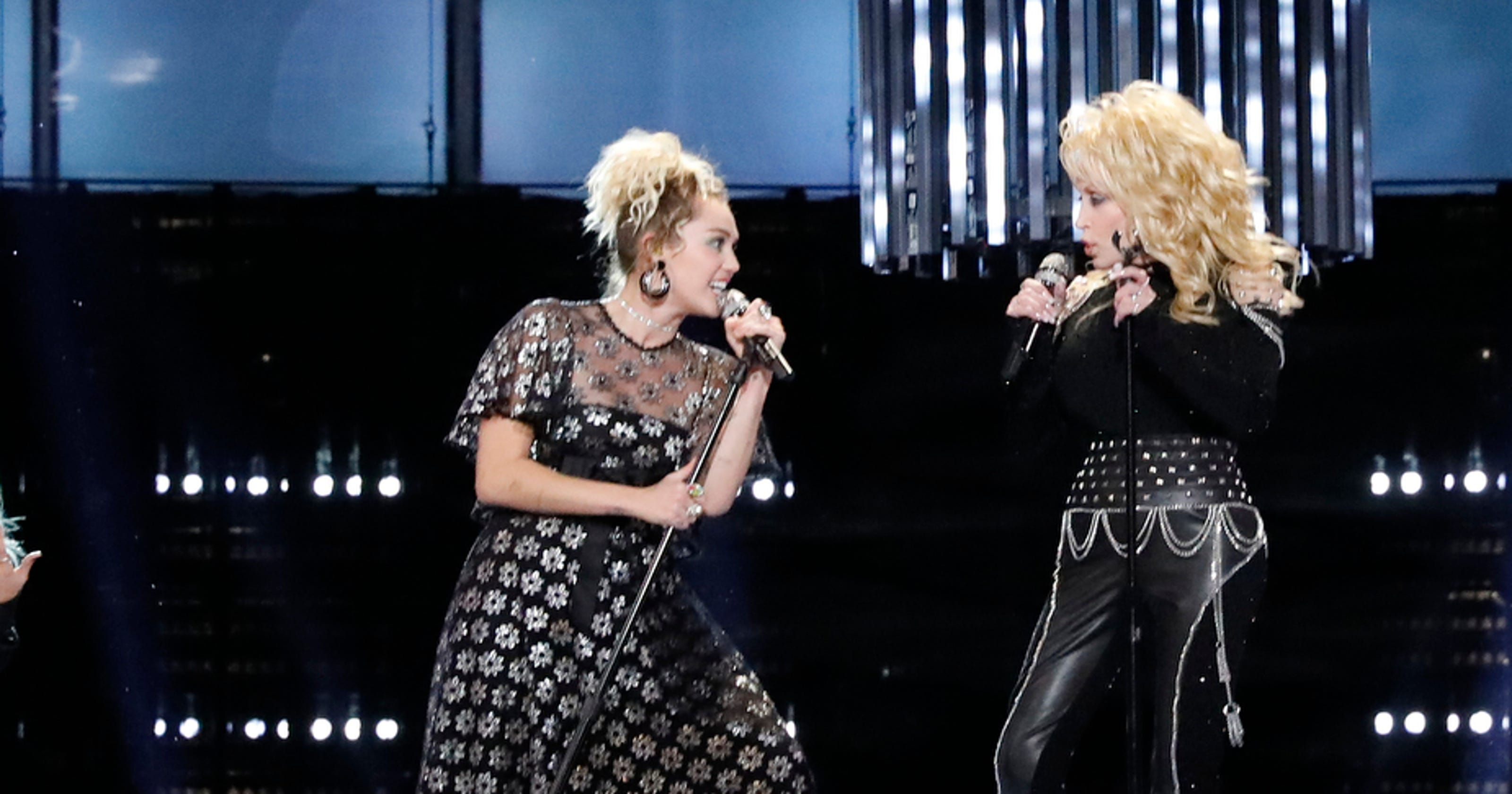 fbee836415a  The Voice   Miley Cyrus covers  Jolene  with Dolly Parton before Top 8  reveal
