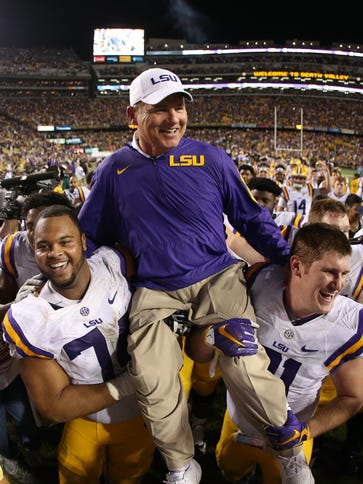 Les Miles left the field in the Tigers' final regular