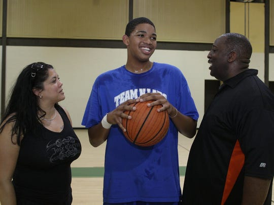 Karl Towns talks with his mother Jacqueline Cruz-Towns and father Karl Towns Sr. in 2011.