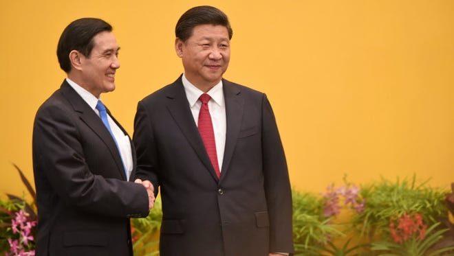 Taiwanese President Ma Ying Jeou, left, meets Chinese President Xi Jinping in Singapore on Nov. 7, 2015.