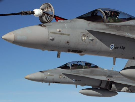 the f 18 hornet offset Furthermore, while the f-14 was an older aircraft in which some newer technologies were integrated, the f/a-18 super hornet is a more modern airplane with newer equipment, easier to maintain: a.