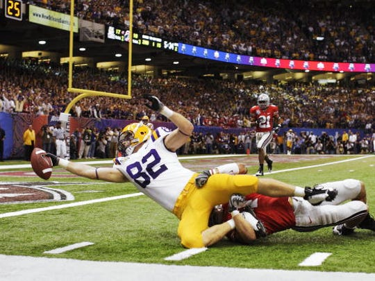 UNITED STATES - JANUARY 07:  College Football: BCS National Championship, Louisiana State Richard Dickson (82) in action, diving for endzone during TD attempt vs Ohio State, No touchdown, New Orleans, LA 1/7/2008  (Photo by John Biever/Sports Illustrated/Getty Images)  (SetNumber: X79360 TK1 R2 F13)