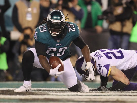LeGarrette Blount #29 of the Philadelphia Eagles scores a second quarter touchdown past Harrison Smith #22 of the Minnesota Vikings in the NFC Championship game at Lincoln Financial Field on January 21, 2018 in Philadelphia, Pennsylvania.  =