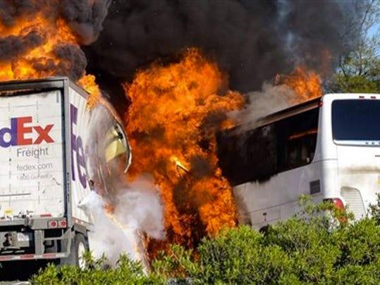 California Bus Crash_kraj.jpg