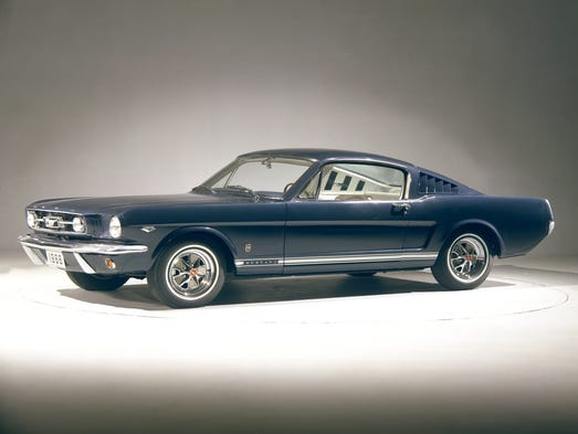photo gallery timeline 50 years of ford mustangs. Black Bedroom Furniture Sets. Home Design Ideas