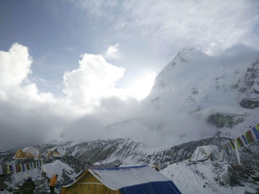 2015 456082764-Nepal_Earthquake_Avalanche_KXS213_WEB588201.jpg_20150426.jpg