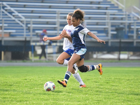 Redford Thurston's Nydia Brewer (6) races against Garden City's Ashley Hahn for possession of the ball Wednesday night.