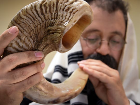 Rabbi Yitzchok Tiechtel practices blowing the shofar