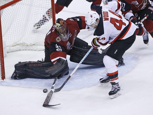 Coyotes' Mike Smith (41) blocks a shot from Devils'
