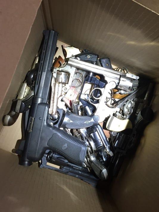 gun2-.jpg