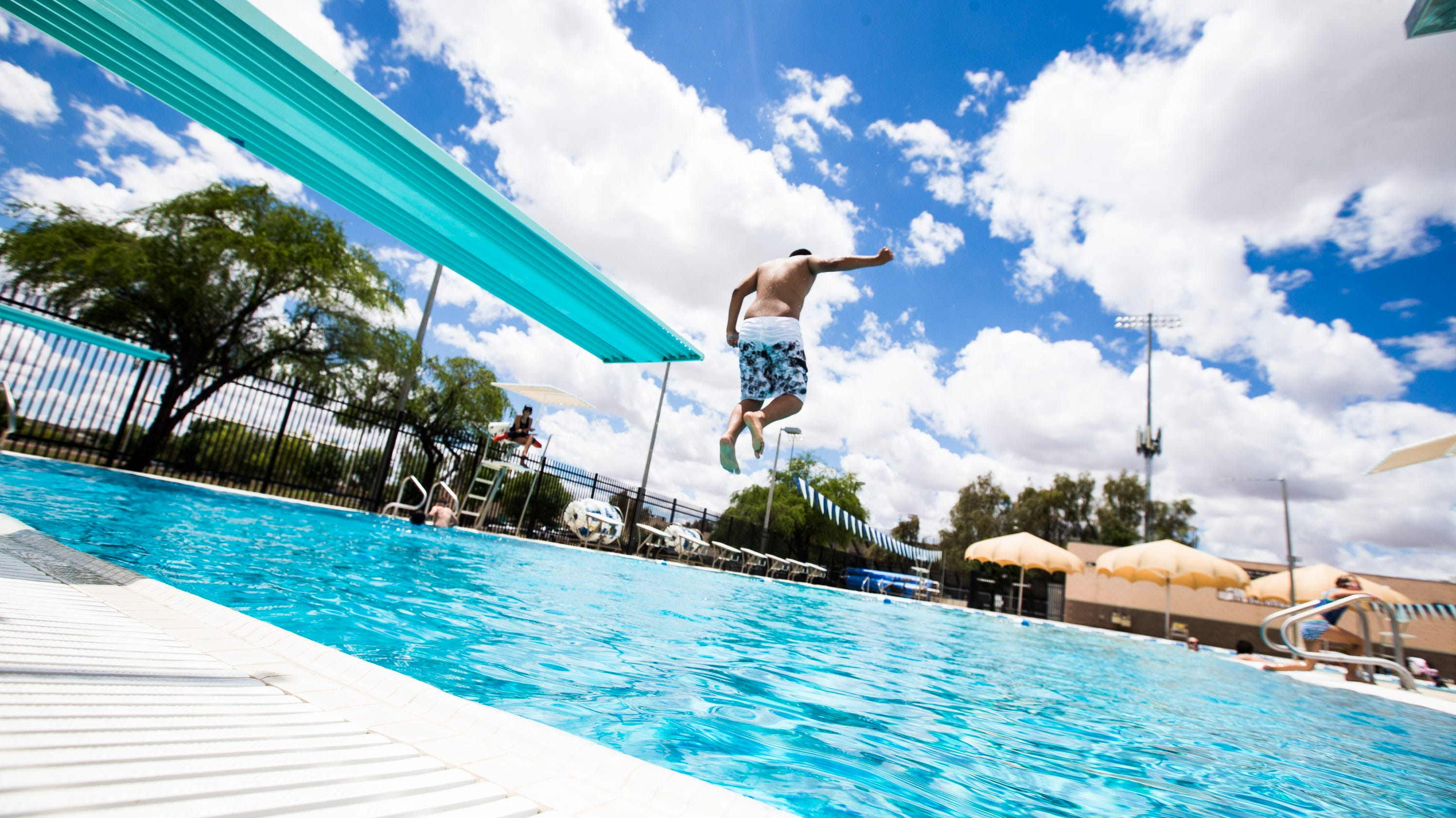 Cheap free spots to take the kids this summer for Tempe swimming pool