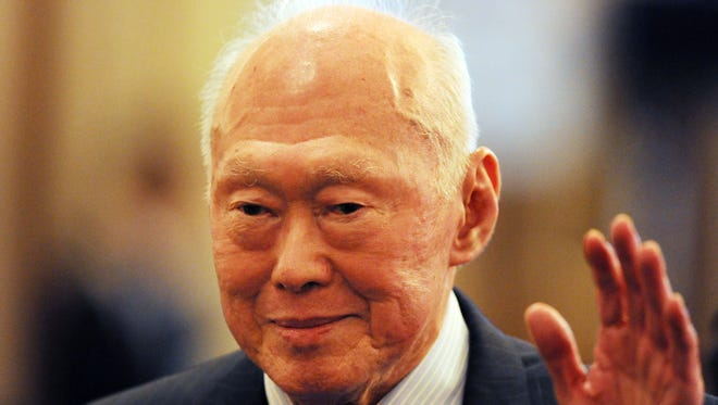 Former Singapore prime minister and Lee Kuan Yew dies at 91.