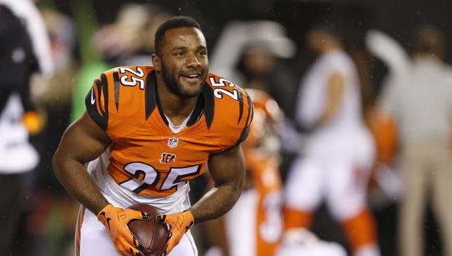 The Bengals extended the contract of running back Giovani Bernard on Wednesday.