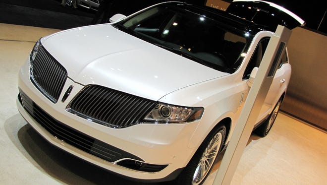 2016 Lincoln MKT crossover