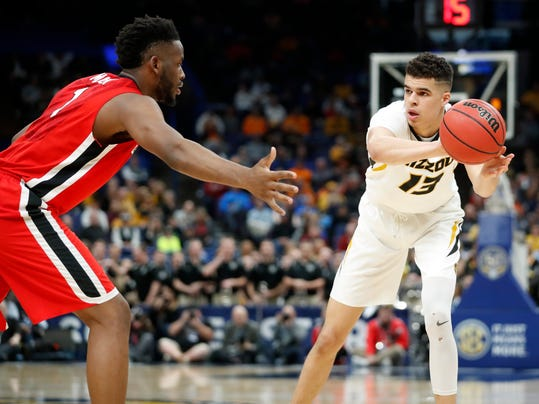Missouri's Michael Porter Jr., right, passes around Georgia's Yante Maten during the first half in an NCAA college basketball game at the Southeastern Conference tournament Thursday, March 8, 2018, in St. Louis. (AP Photo/Jeff Roberson)