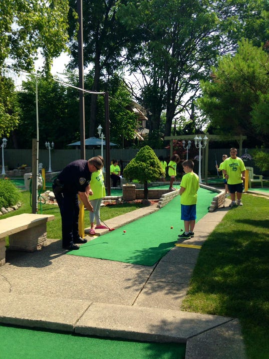 Garden city police officer enjoys mini golf for Garden city mini golf