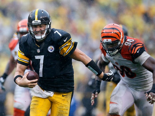 Pittsburgh Steelers quarterback Ben Roethlisberger (7) escapes the pocket toward the end zone as Cincinnati Bengals defensive end Michael Johnson (90) gives chase in the fourth quarter during the Week 2 NFL football game between the Pittsburgh Steelers and the Cincinnati Bengals, Sunday, Sept. 18, 2016, at Heinz Field in Pittsburgh.