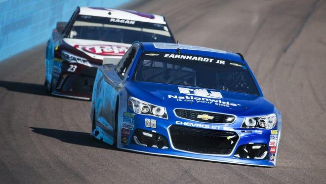 Alex Bowman leads David Ragan through turn one during the Can-Am 500 NASCAR Sprint Cup Series race at Phoenix International Raceway Sunday, November 13, 2016.