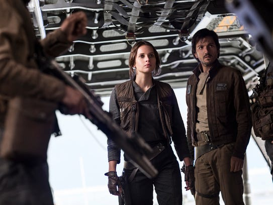 Jyn Erso (Felicity Jones) and Cassian Andor (Diego