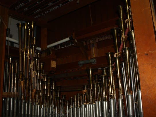 The Mighty Wurlitzer has thousands of pipes.