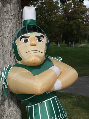 Sparty gets his golf on