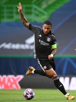 Lyon's Memphis Depay controls the ball during the Champions League semifinal soccer match between Lyon and Bayern at the Jose Alvalade stadium in Lisbon, Portugal, Wednesday, Aug. 19, 2020. (Franck Fife/Pool via AP)