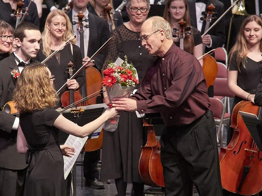 Photo courtesy of Ann Arbor Symphony Orchestra - Lipsky accepts flowers fro