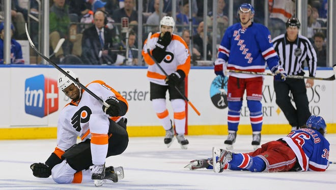 Wayne Simmonds potted an empty-net goal in Game 2.