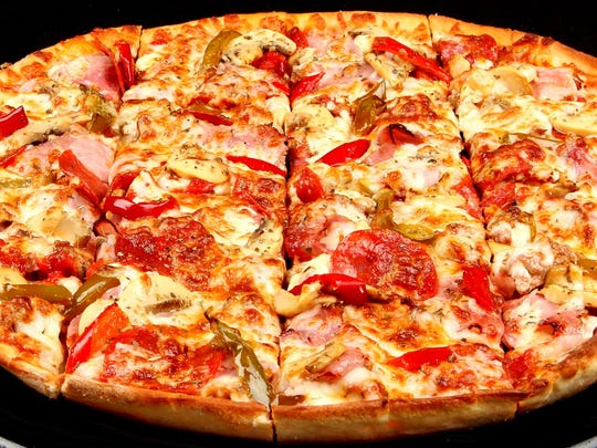 Spinato's thin-crust pizza has the Chicago-style: Thin crust, a lot of cheese, and buried toppings.