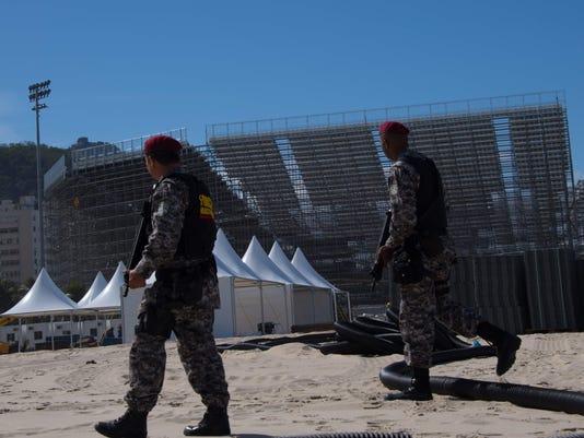 2016-7-11-copacabana-police