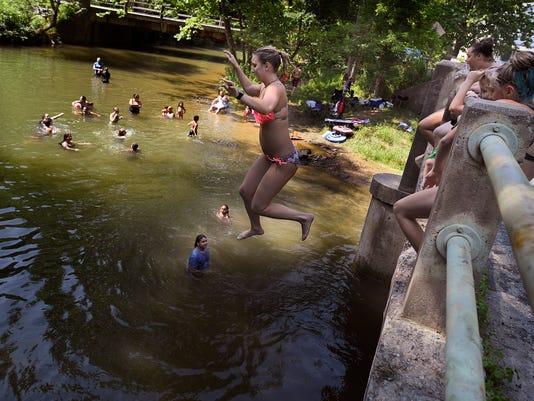People take to Muddy Creek to beat heat