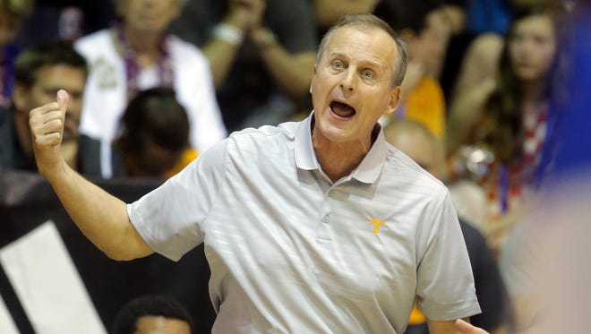 Tennessee head coach Rick Barnes shouts to his team in the second half against Chaminade in the Maui Invitational Nov. 23, 2016.
