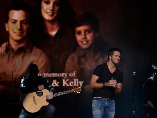 Luke bryan honors memory of brother and sister for What happened to luke bryan siblings