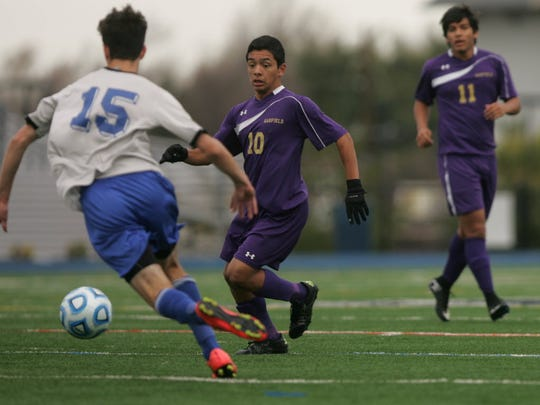 Oscar Sanchez of Garfield tries to get to the ball
