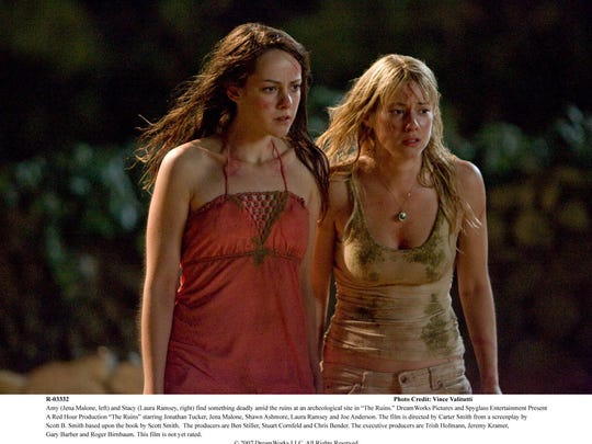 """Amy (Jena Malone, left) and Stacy (Laura Ramsey, right) find something deadly amid the ruins at an archeological site in """"The Ruins."""""""