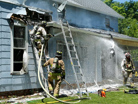 LAF Fire on East Oak Street_01.jpg