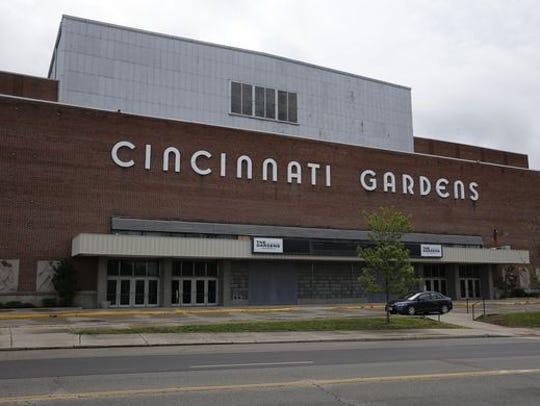 The original Cincinnati Gardens and sign.