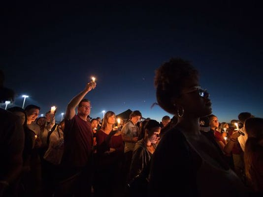 636543886342089824-Florida-school-shooting-vigil.jpg