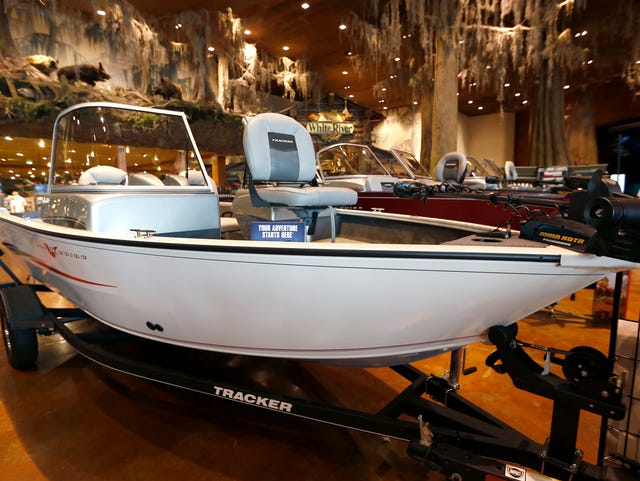 Bass boats on Ozarks waterways: What types exist? How fast do they go?