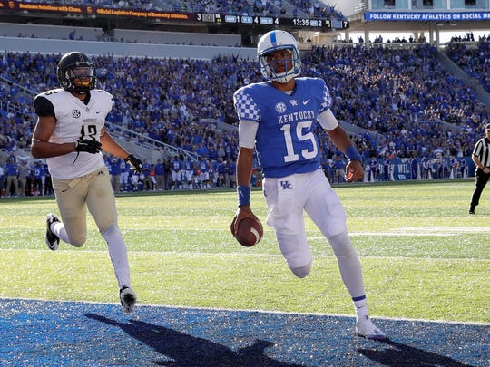LEXINGTON, KY - OCTOBER 08:  Stephen Johnson #15 of the Kentucky Wildcats runs for a touchdown during the game against the Vanderbilt Commodores at Commonwealth Stadium on October 8, 2016 in Lexington, Kentucky.  (Photo by Andy Lyons/Getty Images)