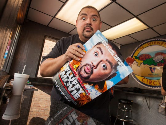 "Gabriel ""Fluffy"" Iglesias treated the first 100 fans to free hotdogs at The Wiener's Circle, on Thursday, June 12, 2014 in Chicago. (Photo by Barry Brecheisen/Invision/AP)"