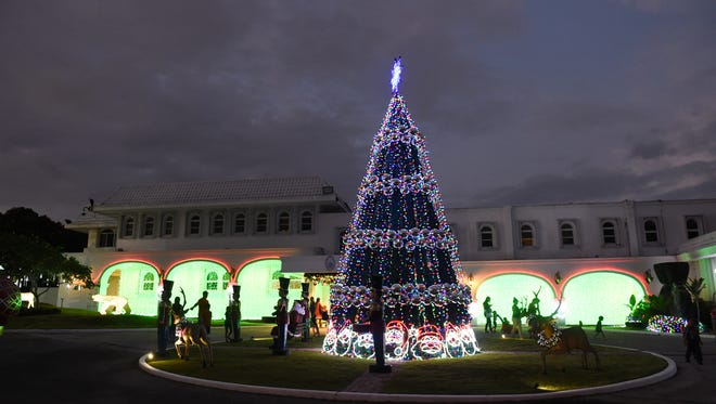 Families visit the Government House for the Magof Nochebuena Peace Festival 2017 on Dec. 2, 2017.
