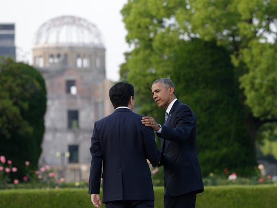 U.S. President Barack Obama (right) and Japanese Prime