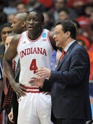 Indiana's head coach Tom Crean talks with Victor Oladipo.