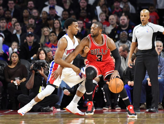 Pistons guard Ish Smith (14) guards Bulls guard Dwyane