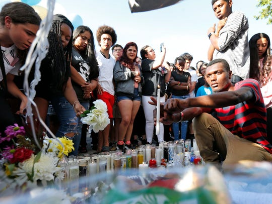 Fans and mourners of rap singer XXXTentacion make an