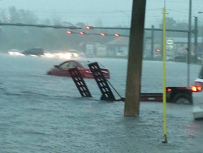 Flooding at Golden Gate Pkwy between 41 and Goodlette