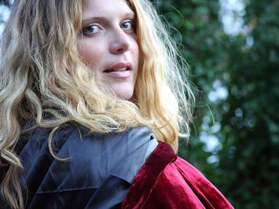 Ashley Davis will sing with the Irish band Lunasa at