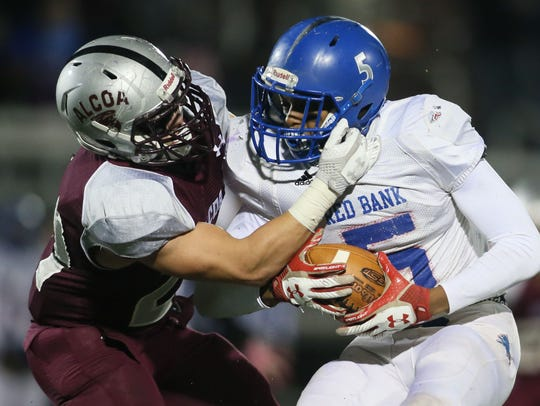 Alcoa's Tristan Woody (21) tackles Red Bank's Calvin